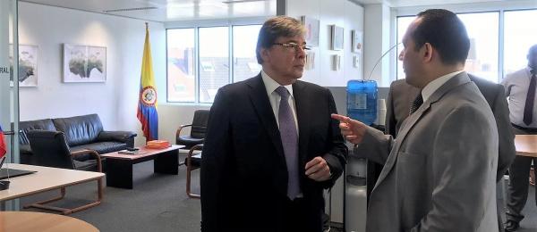 Canciller Carlos Holmes Trujillo recorrió las instalaciones del Consulado de Colombia en Bruselas